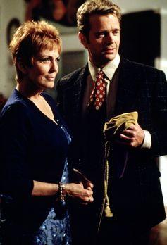 Diagnose: Mord - Madison (Joanna Cassidy, l.) wird von einem Unbekannten bedr...