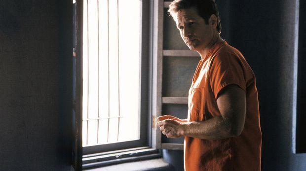Auf seiner Flucht stößt Mulder (David Duchovny) auf einen Supersoldaten, der...