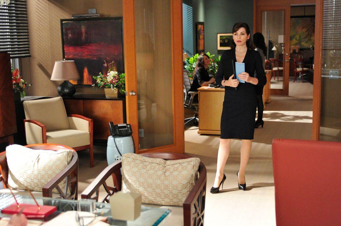 Alicia (Julianna Margulies) muss wieder einmal Colin Sweeny vertreten, der von einer ehemaligen Angestellten wegen sexueller Belästigung verklagt w... - Bildquelle: 2011 CBS Broadcasting Inc. All Rights Reserved.