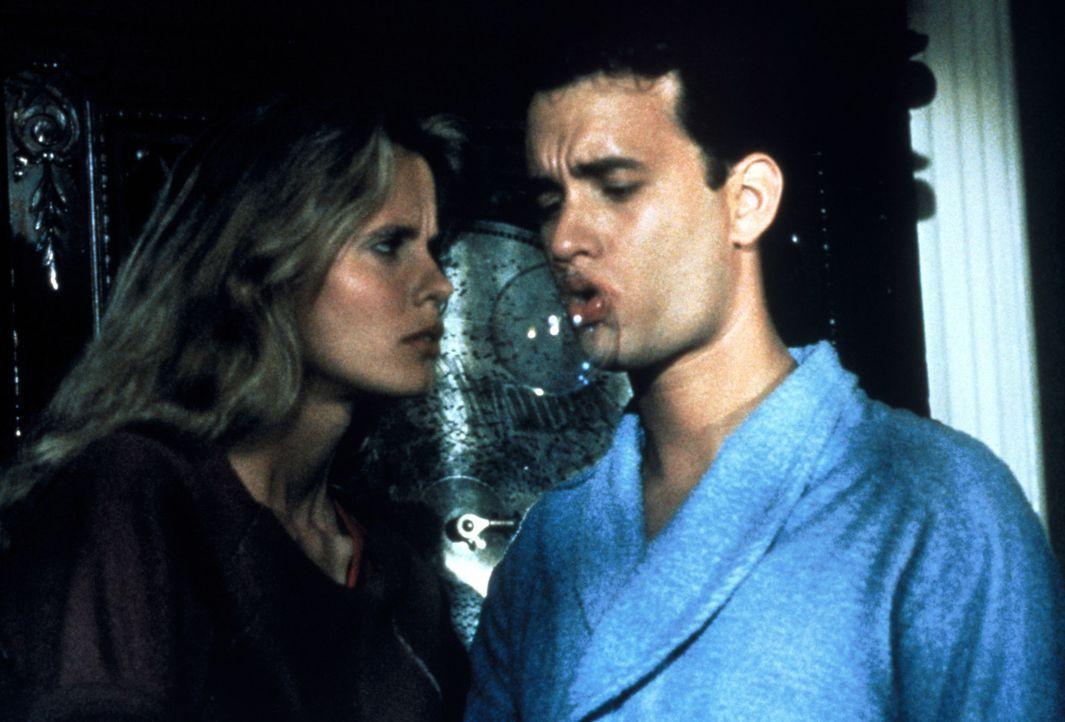 Als die schöne Agentin Maddy (Lori Singer, r.) den angeblichen Spion Richard Drew (Tom Hanks, l.) beschattet, verliert sie ihr Herz an den Geigenvir... - Bildquelle: 1985 Twentieth Century Fox Film Corporation.  All rights reserved.