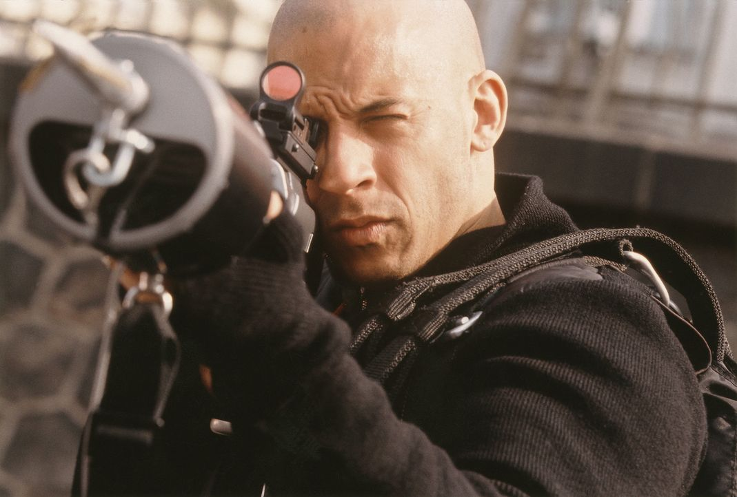 Nach und nach erfährt Xander (Vin Diesel), dass hinter der Fassade eines mit Luxuslimousinen handelnden Kleinkriminellen ausgewachsene Weltbeherrsc... - Bildquelle: 2003 Sony Pictures Television International. All Rights Reserved.