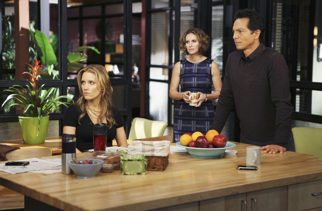 Machen sich Sorgen um Amelia: Charlotte (KaDee Strickland, l.), Violet (Amy Brenneman, M.) und Jack (Benjamin Bratt, r.) ... - Bildquelle: ABC Studios