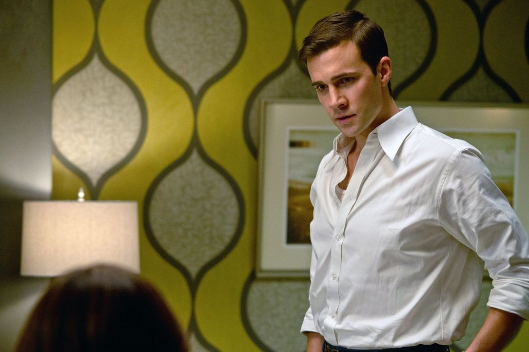 Henry Winchester (Gil McKinney) ist in der Zeit gereist, um John um Hilfe zu bitten, doch dann trifft er auf seine Enkel ... - Bildquelle: Warner Bros. Television