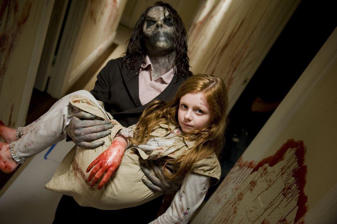 Spielt ihm seine Fantasie einen Streich oder verliert Ellison seine Tochter Ashley (Clare Foley)? - Bildquelle: Phillip Caruso 2011 GAME CHANGE