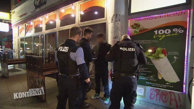 Achtung Kontrolle - Achtung Kontrolle! - Gefährliches Berlin - Polizeieinsatzgruppe Kottbusser Tor