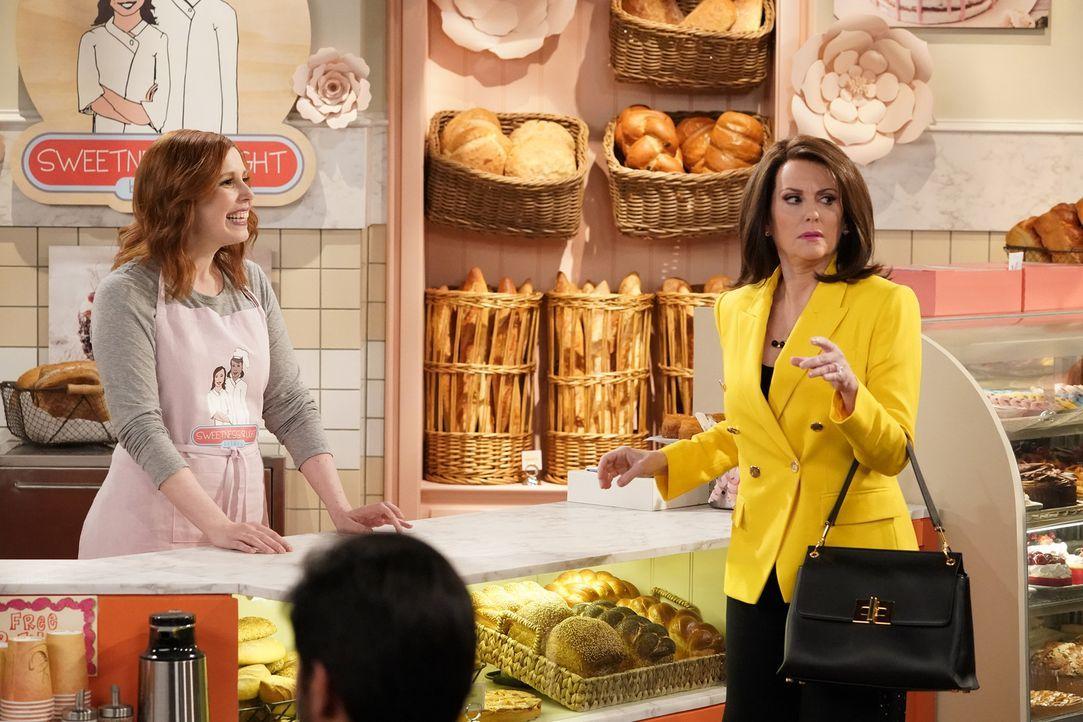 Karen (Megan Mullally, r.) will eine besondere Bestellung aufgeben, doch die Bäckerin Amy (Vanessa Bayer, l.) will diese einfach nicht annehmen ... - Bildquelle: Chris Haston 2017 NBCUniversal Media, LLC