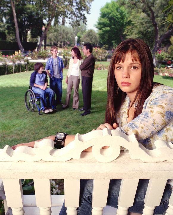 (1. Staffel) - Eine eigentlich ganz normale Familie: Will (Joe Mantegna, 2.v.r.), Helen (Mary Steenburgen, M.), Luke (Michael Welch, 2.v.l.) Kevin (... - Bildquelle: Sony Pictures Television