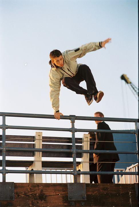Ein Anruf auf seinem Handy ist für den jungen Tagträumer Ryan (Chris Evans) der Beginn zu einem lebensgefährlichen Wettlauf gegen die Zeit ... - Bildquelle: Warner Bros. Pictures