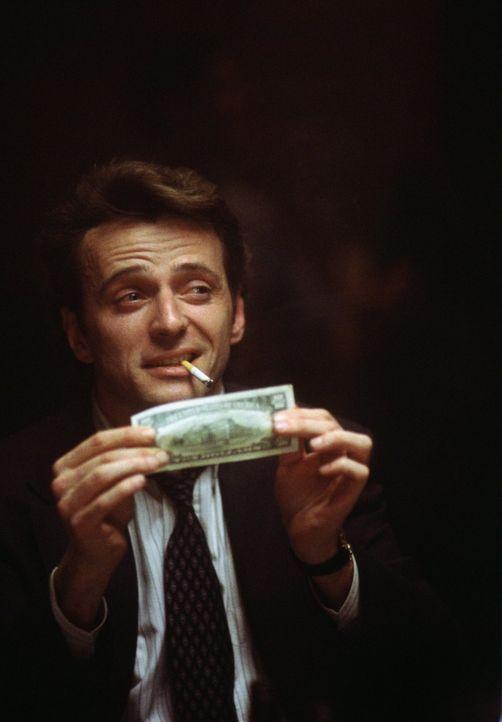 Detective John Hallstrom (Aidan Quinn) sucht den Mörder von Emma Brodys Nachbar. - Bildquelle: Warner Bros.