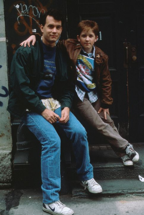 Nach Joshs (Tom Hanks, l.) Verwandlung in einen Erwachsenen, bleiben ihm nicht mehr viele Freunde. Nur sein bester Freund Billy (Jared Rushton, r.)... - Bildquelle: 20th Century Fox Film Corporation