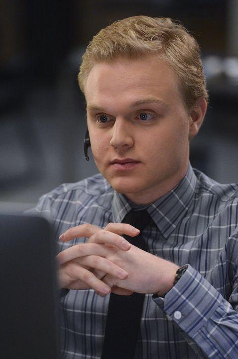 Jason Wylie (Joe Adler) ist ein raffinierter Hacker, aber selbst er kann noch etwas mit den Tipps von Grace anfangen ... - Bildquelle: Warner Bros. Television