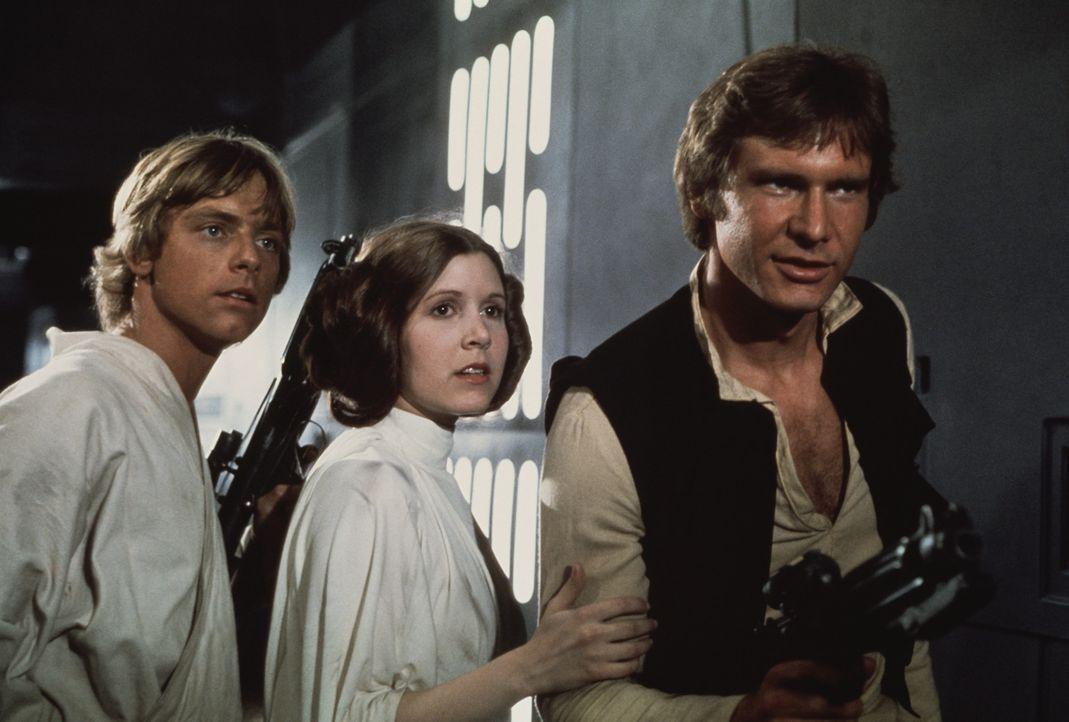 Luke (Mark Hamill, l.), Prinzessin Leia (Carrie Fisher, M.) und Han Solo (Harrison Ford, r.) versuchen, den Darth Vader und seinen Schergen zu entko... - Bildquelle: Lucasfilm LTD. & TM. All Rights Reserved.
