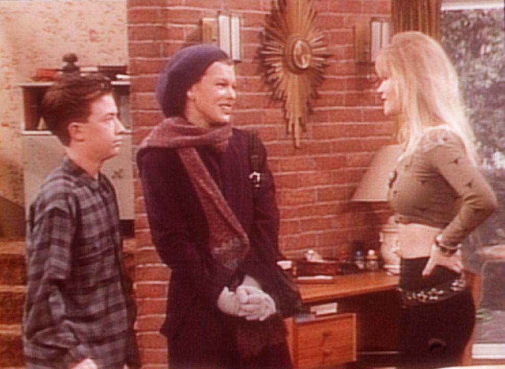 Bud (David Faustino, l.) und Kelly (Christina Applegate, r.) begrüßen die französische Austauschschülerin Yvette (Milla Jovovich, M.). - Bildquelle: Sony Pictures Television International. All Rights Reserved.