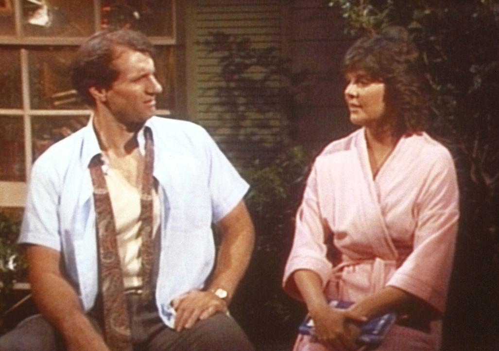 Al (Ed O'Neill, l.) ist enttäuscht, als Marcy (Amanda Bearse, r.) ihm offenbart, dass sie ihn keineswegs attraktiv findet. - Bildquelle: Sony Pictures Television International. All Rights Reserved.