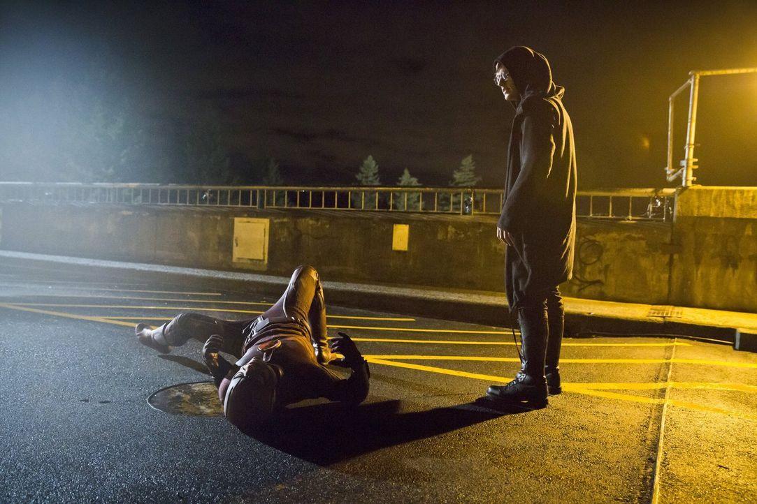 Barry alias The Flash (Grant Gustin, l.) bekommt es mit Hartley Rathaway alias Pied Piper (Andy Mientus, r.) zu tun, der es mit einer bestimmten Fre... - Bildquelle: Warner Brothers.