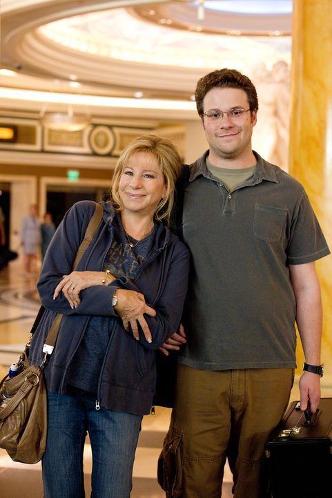 Nach und nach wird Andy (Seth Rogen, r.) klar, wie sehr er seine Mutter (Barbra Streisand, l.) liebt. Deshalb plant er für sie eine riesige Überrasc... - Bildquelle: Sam Emerson MMXII Paramount Pictures Corporation. All Rights Reserved.
