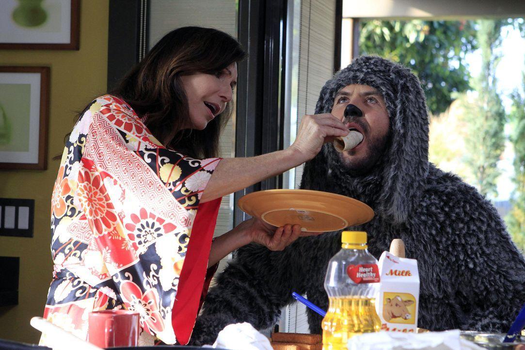 Wilfred (Jason Gann, r.) konnte Ryan dazu überreden, dessen Mutter Catherine (Mary Steenburgen, l.), die seit 20 Jahren in einer psychiatrischen Kli... - Bildquelle: 2011 FX Networks, LLC. All rights reserved.