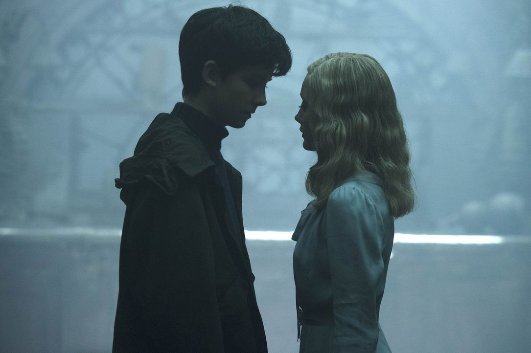 (v.l.n.r.) Jake (Asa Butterfield); Emma (Ella Purnell) - Bildquelle: Jay Maidment 2016 Twentieth Century Fox Film Corporation.  All rights reserved./Jay Maidment