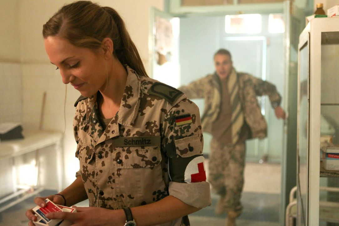 Nur bei Krankenschwester Nina (Jessica Richter) kann Martin nicht landen, obwohl er alles tut, um ihr zu imponieren: Für ein Krankenhaus, in dem sie... - Bildquelle: Sife Ddine ELAMINE ProSieben