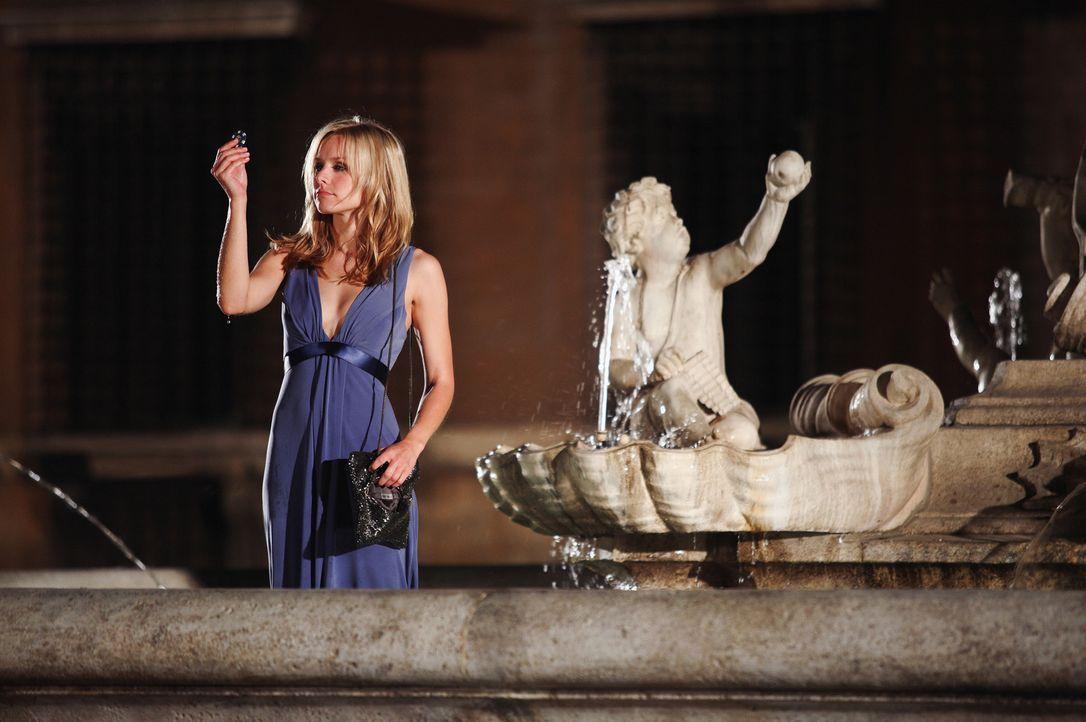 Beth (Kristen Bell) ist in Rom auf der Hochzeit von Joan, ihrer jüngeren Schwester. Alkohol und allgemeine Unzufriedenheit führen dazu, dass Beth in... - Bildquelle: Myles Aronowitz Touchstone Pictures.  All Rights Reserved