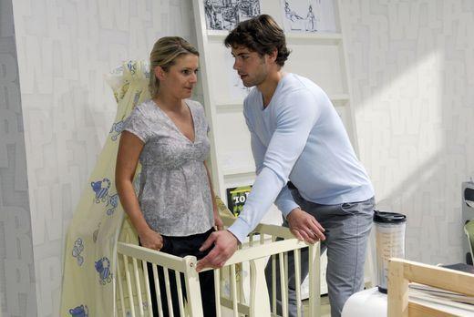 Auch wenn es ihr schwerfällt, hilft Anna (Jeanette Biedermann, l.) Jonas (Roy...