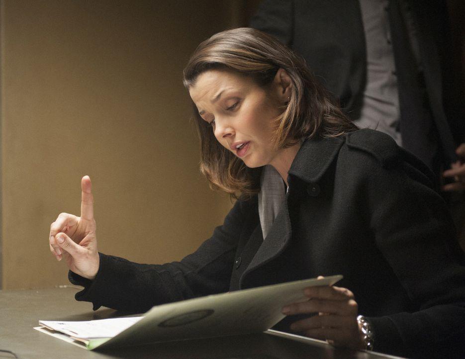 Hört der Verdächtige auf die knallharten Angebote der Staatsanwältin Erin (Bridget Moynahan)? - Bildquelle: Jojo Whilden 2013 CBS Broadcasting Inc. All Rights Reserved.