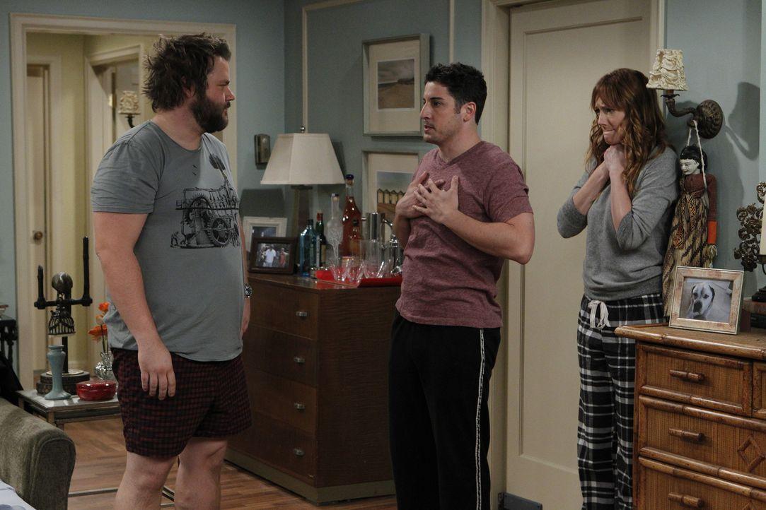 Ben (Jason Biggs, M.) und Connie (Judy Greer, r.) sind total schockiert, als sie Larry (Tyler Labine, l.) und Julia sehen ... - Bildquelle: CPT Holdings, Inc. All Rights Reserved.