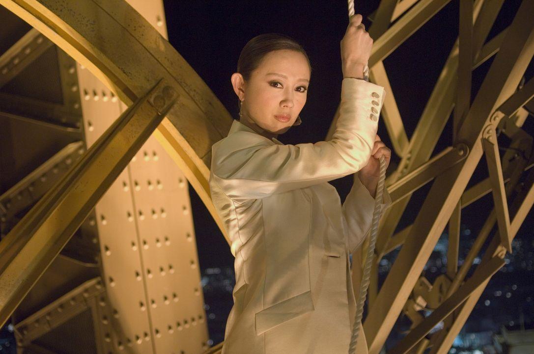 Als die Tochter (Zhang Jingchu) des angeschossenen Botschafters in Paris erscheint, müssen Lee und Carter das Versprechen geben, die Drahtzieher de... - Bildquelle: Warner Bros.