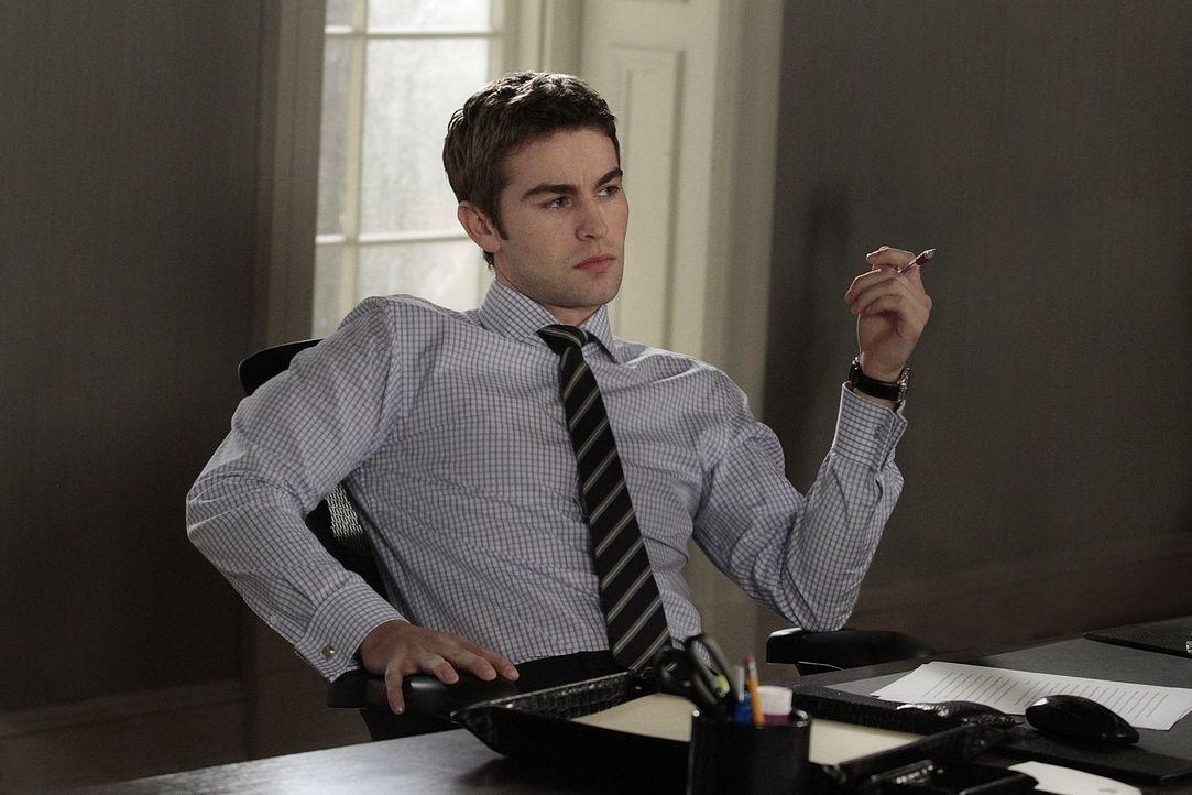 Erfährt inzwischen, dass er seine Karriere einem ungebetenen Helfer verdankt: Nate (Chace Crawford) ... - Bildquelle: Warner Bros. Television