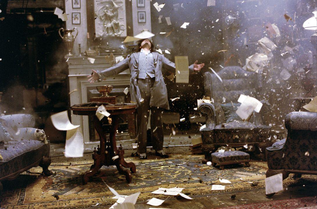 Auch im stärksten Kugelhagel bleibt der alterslose Dorian Gray (Stuart Townsend) unverwundbar und unsterblich ... - Bildquelle: 20th Century Fox International