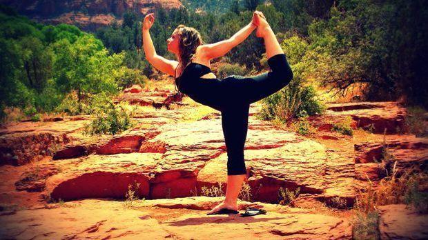 Beim Hatha-Yoga geht es um Kräftigung, Atmung und Meditation.