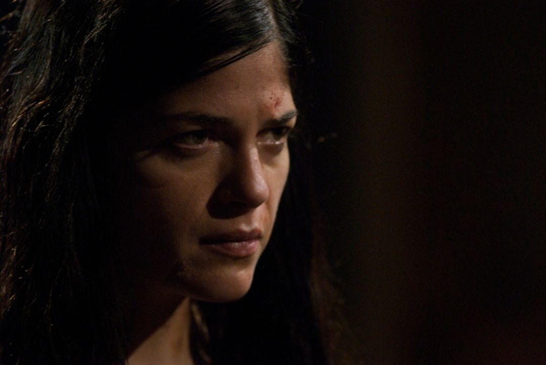 Zu viel deutet darauf hin, dass Jean (Selma Blair) etwas mit den mysteriösen Mordfällen zu tun hat ... - Bildquelle: Nick Wall Square One Entertainment GmbH & Co.KG
