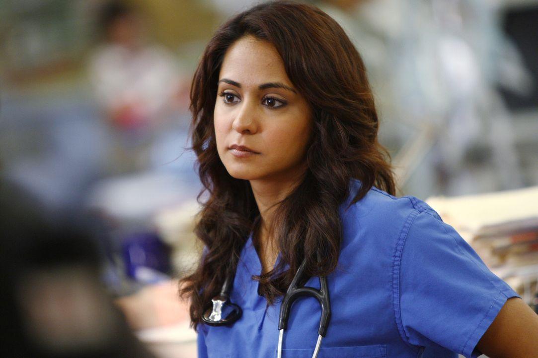 Ist völlig überrascht, als sie plötzlich Ray in der Notaufnahme begegnet: Neela (Parminder Nagra) ... - Bildquelle: Warner Bros. Television