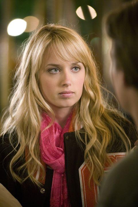 Grace (Megan Park) hat ihre Eltern belogen, um sich heimlich mit Jack treffen zu können - wird sie sich jetzt noch mehr von ihren Eltern abkapseln? - Bildquelle: ABC Family