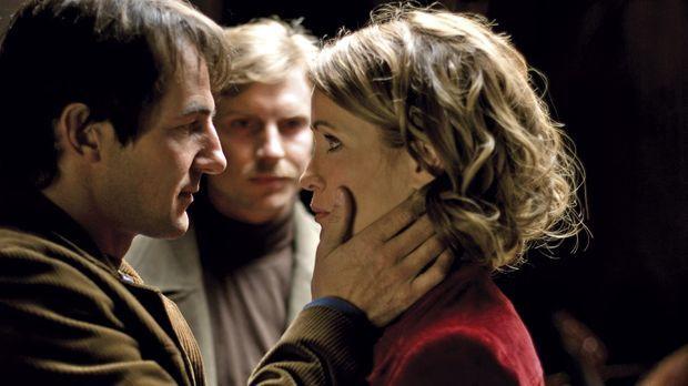 Andreas (Hans-Werner Meyer, l.) verspricht beim Abschied, dass er Katja (Anja...