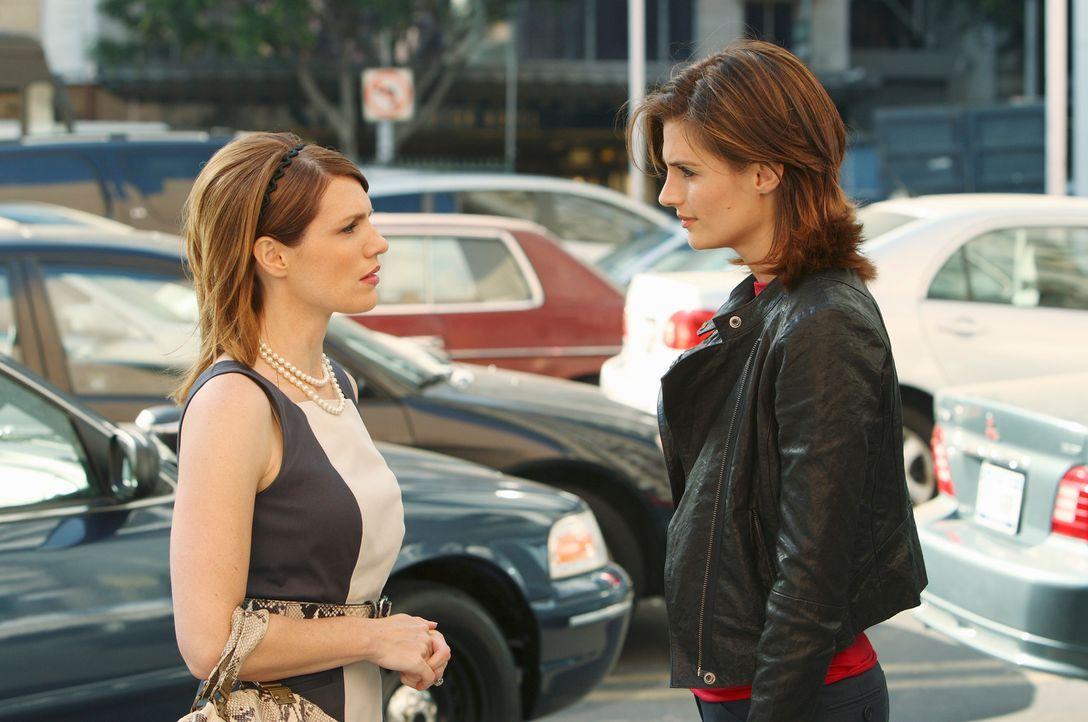 Es fällt Kate Beckett (Stana Katic, r.) äußerst schwer, Elise Finnegan (Kathleen Rose Perkins, l.) die Wahrheit zu offenbaren ... - Bildquelle: ABC Studios