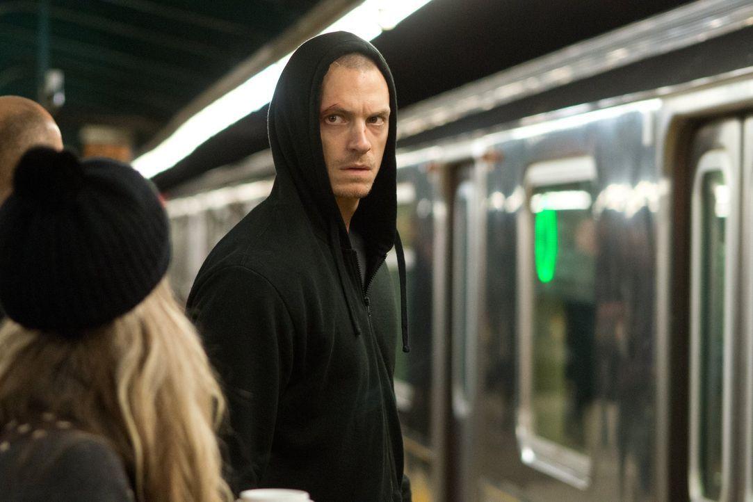 Als der harmlose Mike (Joel Kinnaman), Sohn eines Ex-Mafiakillers, zufällig den Mord an einem Drogenhändler beobachtet, gerät er ins Visier der Drog... - Bildquelle: 2013 Warner Bros.