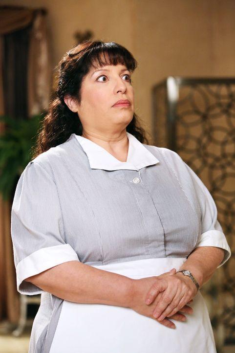 Noah möchte, dass Carmen (Bunnie Rivera) wieder für ihn arbeitet und gerät deshalb mit Dallas in einen Wettbewerb um die Hausangestellte ... - Bildquelle: Warner Bros. Television