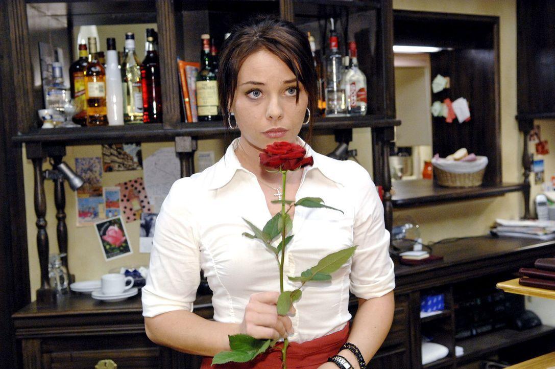 Angesichts Maiks Versuchen, sich zu entschuldigen, gerät Paloma (Maja Maneiro) ins Grübeln. - Bildquelle: Claudius Pflug Sat.1