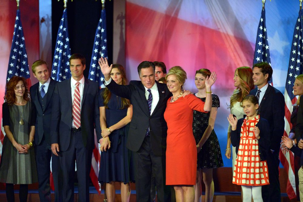 Mitt Romney (Mitte, links) und seine Frau Ann (Mitte, rechts) bei der Romney Election Night - Bildquelle: usage Germany only, Verwendung nur in Deutschland