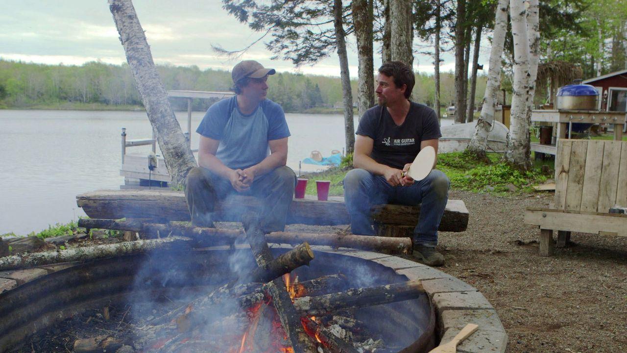 Andrew (r.) und Kevin (l.) lieben es, an ihrem Haus rumzuwerkeln. Ihr aktuelles Projekt ist eine mobile Außenküche, die man auf jeden Platz in ihrem... - Bildquelle: Brojects Ontario Ltd./Brojects NS Ltd