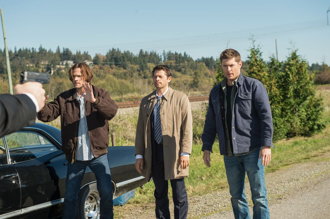 Sam (Jared Padalecki, l.); Castiel (Misha Collins, M.) Dean (Jensen Ackles, r.) - Bildquelle: Diyah Pera 2016 The CW Network, LLC. All Rights Reserved/Diyah Pera