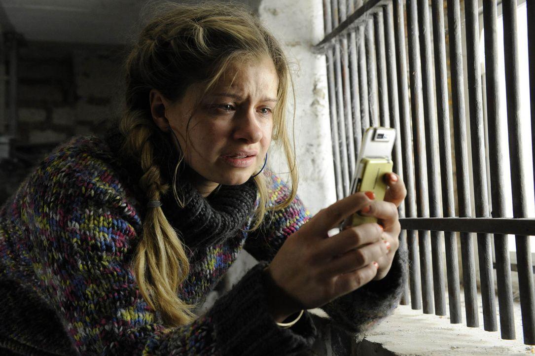Sucht vergeblich in ihrem Kellerverlies auf Schloss Hackforth nach einem Ausweg: Mia (Josephine Schmidt) ... - Bildquelle: SAT.1