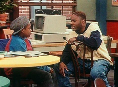 Bill Cosby Show - Rahem (Edwin Maldonado, l.) erzählt Theo (Malcolm-Jamal War...