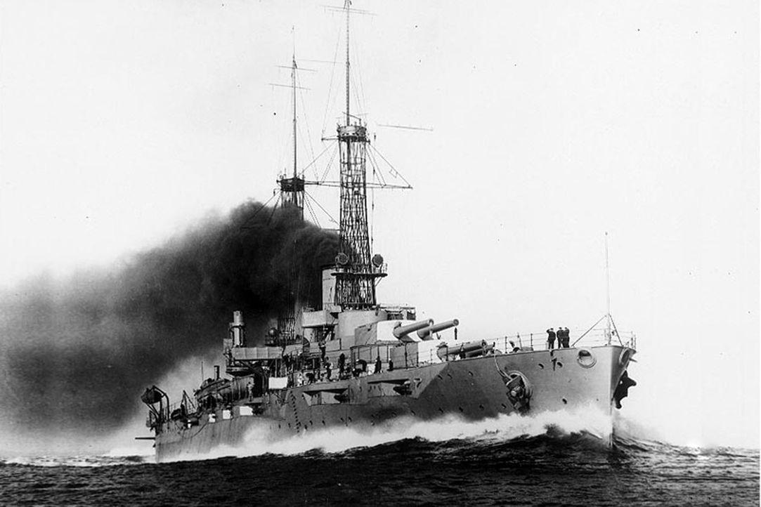 Schlachtschiff: Die Die USS New York (BB-34) überstand zwei Weltkriege und zwei Atombombenexplosionen. Am 6. Juli 1948 wurde die New York vor Hawaii... - Bildquelle: Lou Reda Productions, Inc.