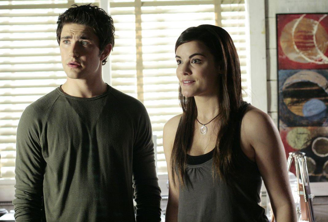 Auch Jessi (Jaimie Alexander, r.) kann sich die plötzliche Veränderung von Kyle (Matt Dallas, l.) nicht erklären ... - Bildquelle: TOUCHSTONE TELEVISION