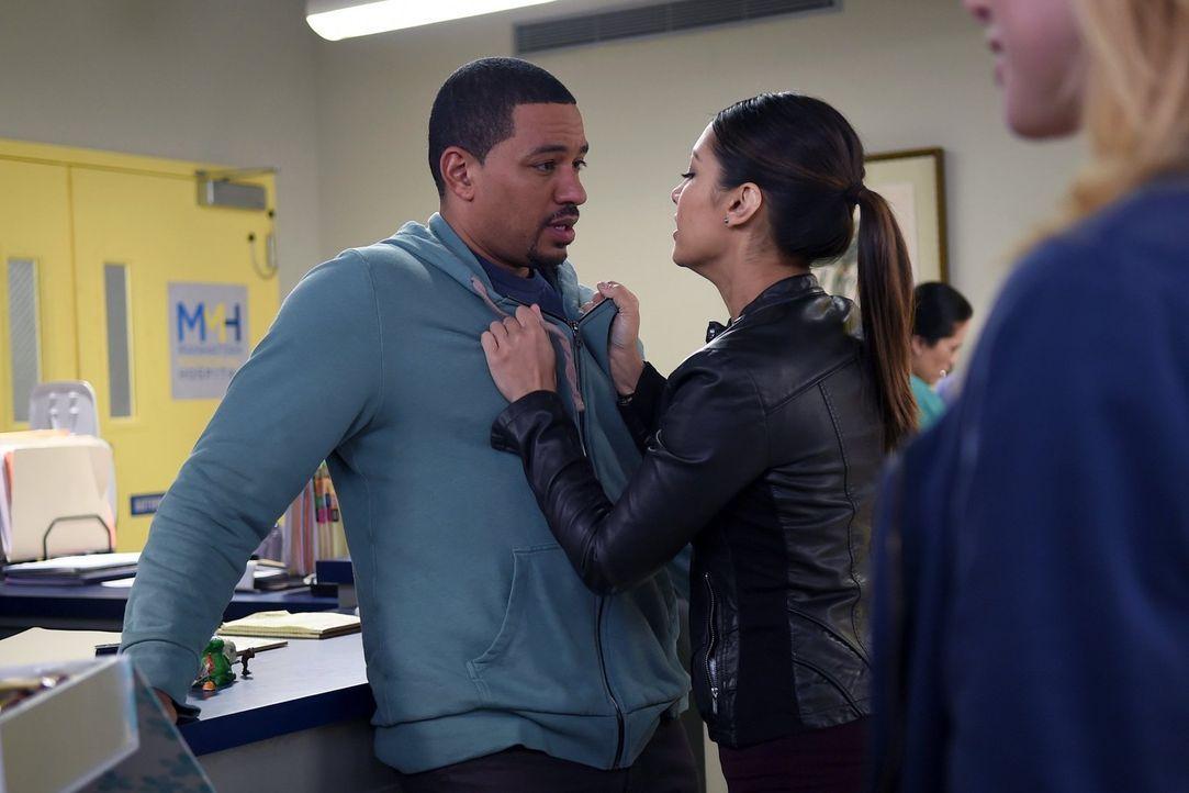 Was ist mit Billy (Laz Alonso, l.) und Meredith (Janina Gavankar, r.) los? - Bildquelle: Warner Bros. Entertainment, Inc.