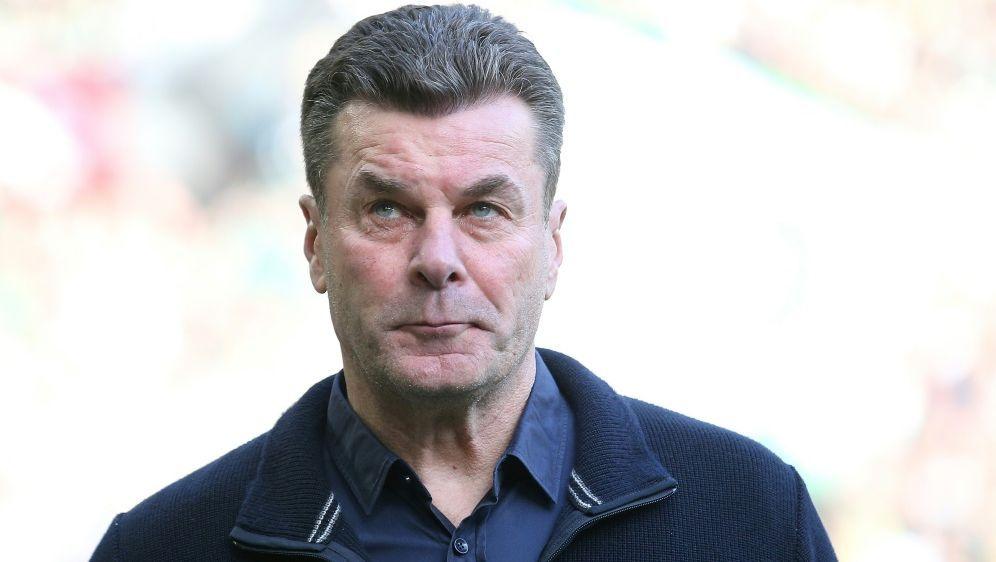 Gladbach Trainer Dieter Hecking bewahrt die Ruhe - Bildquelle: FIRO SPORTPHOTOFIRO SPORTPHOTOSID