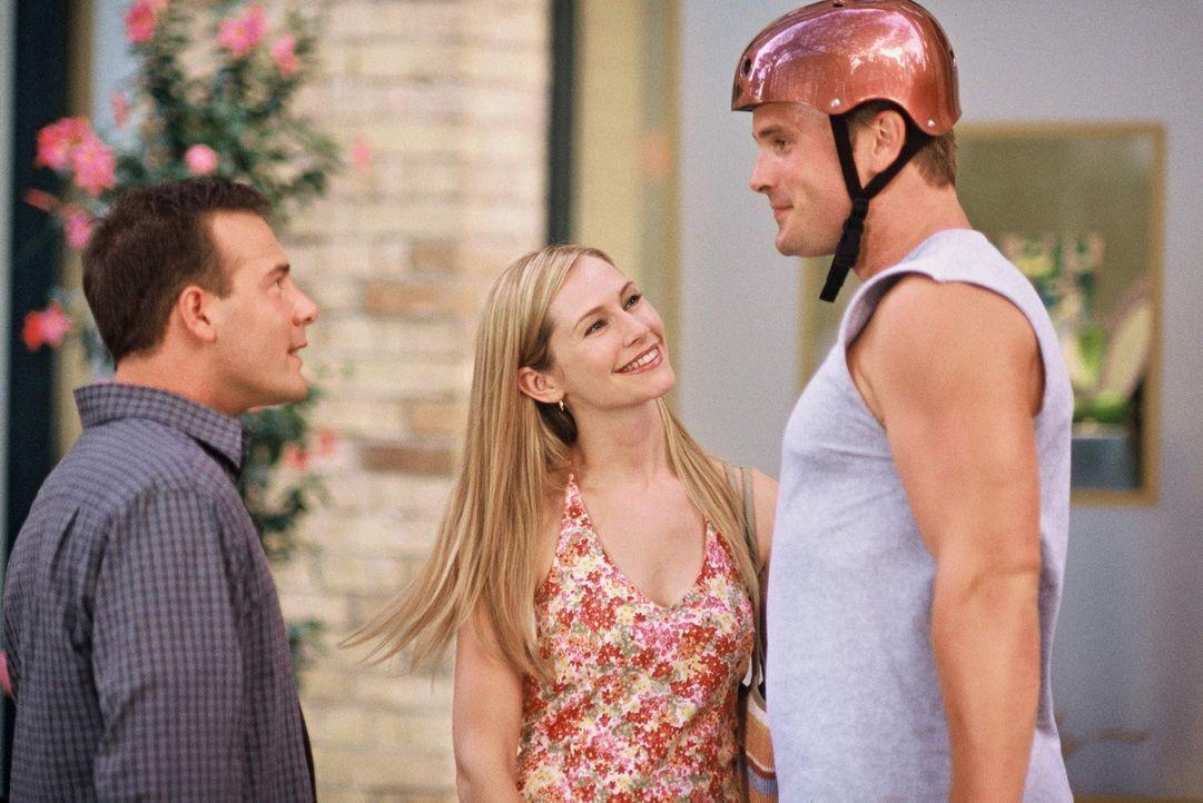 Während der Vorbereitungszeit zur Hochzeitsfeierlichkeit von Gordie (Gabriel Hogan, r.) und Gail (Meredith Monroe, M.), verliebt sich Michael (Rich... - Bildquelle: ABC Family
