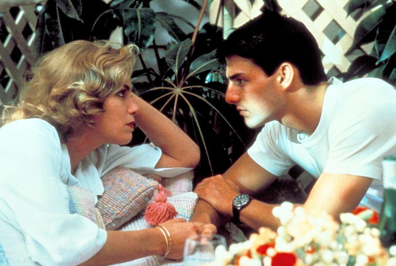 Einer der Instruktoren bei 'Top Gun' ist die schöne Charlie (Kelly McGillis, l.) - und in sie verliebt sich Maverick (Tom Cruise, r.) ... - Bildquelle: PARAMOUNT PICTURES CORPORATION